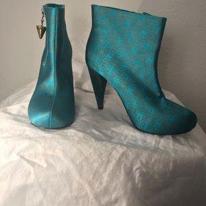 Unique Christian Siriano Boots, Size 6